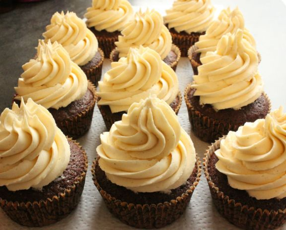 Chocolate cupcakes with maple frosting